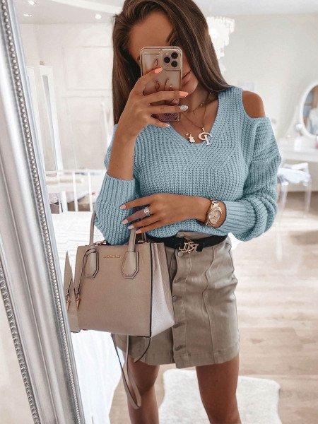 Sweter z wycięciami na ramionach - CUT - błękitny