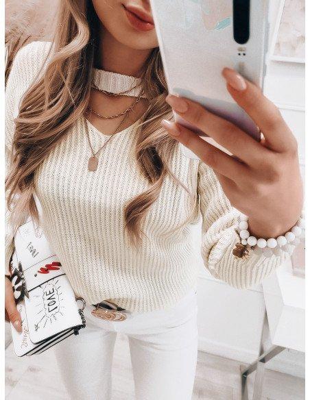 Dzianinowy sweterek z chokerem - LESLEY - biały