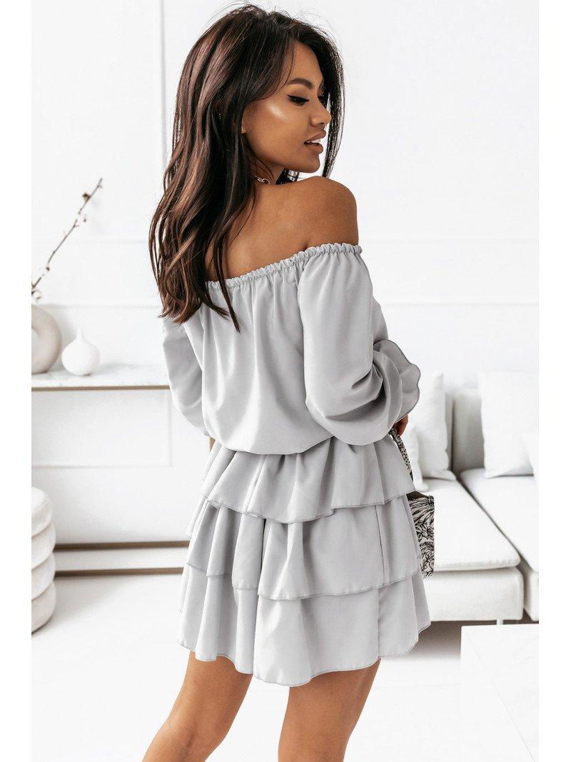 Rozkloszowana sukienka z falbanami...
