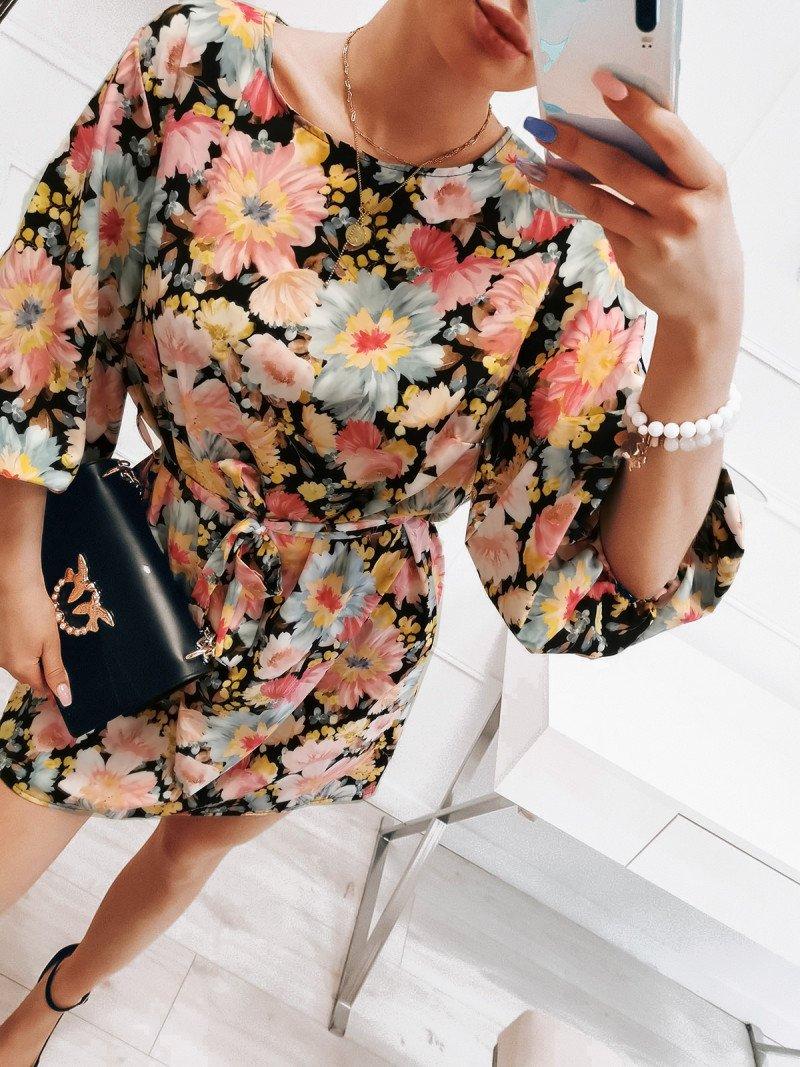 Oversizowa sukienka z paskiem -...