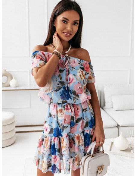 Rozkloszowana sukienka w kwiaty - LORIDANA - błękitna