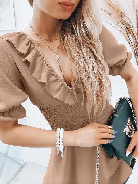 Rozkloszowana sukienka z falbanką - MISTY - beżowa