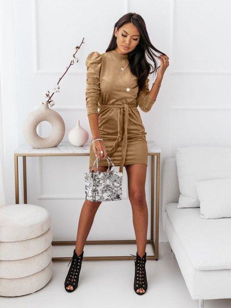 Welurowa sukienka z golfem REBECCA - beżowa