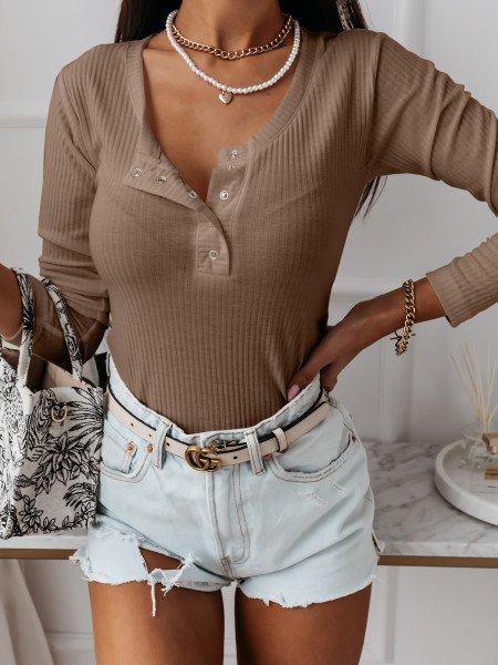 Prążkowana bluzka z dekoltem BLANCHE - beżowa
