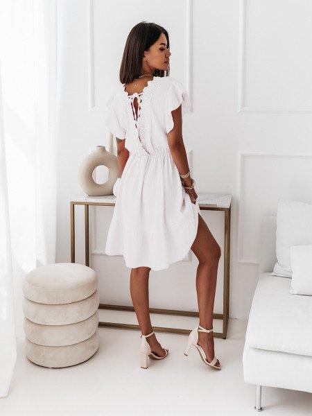 Sukienka z ozdobnym dekoltem na plecach - CIRIA - biała