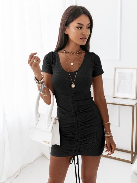 Dopasowana sukienka z marszczeniem -MALIKA - czarna