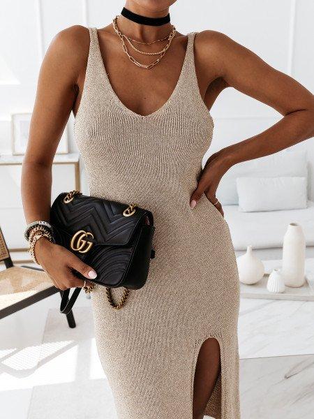 Dopasowana sukienka z rozcięciem SLIT - złota