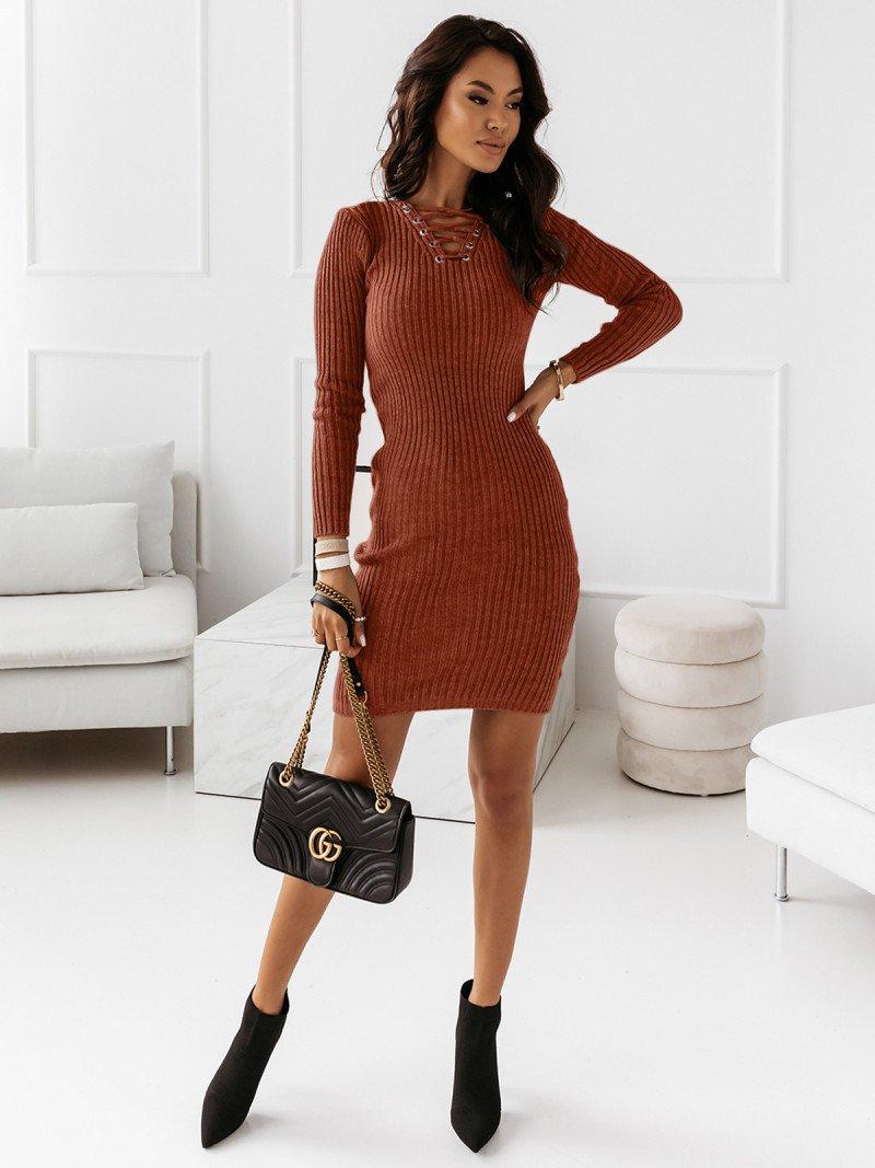 Dopasowana sweterkowa sukienka JESSICA - ceglasty