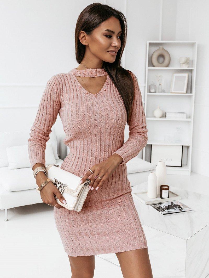 Sweterkowa sukienka z chokerem - CRISTINA - pudrowy róż