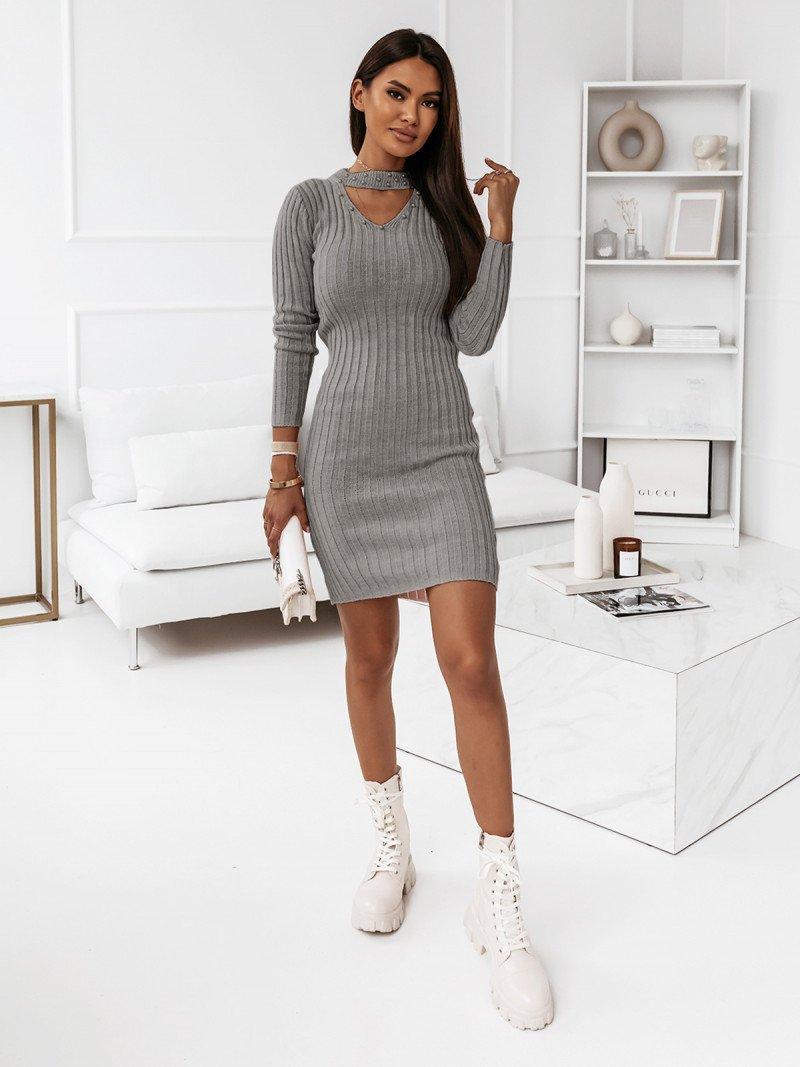 Sweterkowa sukienka z chokerem -...