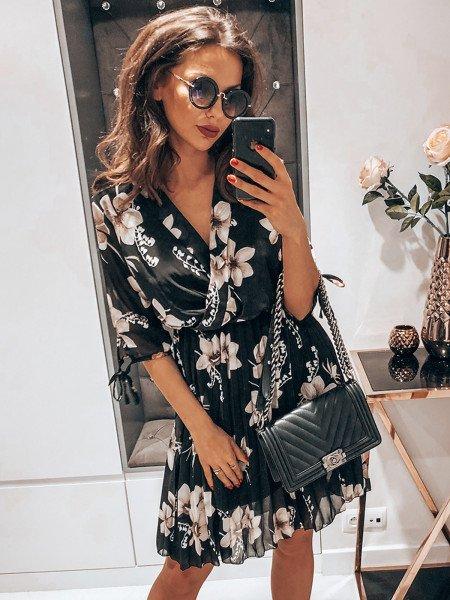 Plisowana sukienka w kwiatowy print - MAGNOLIA - czerń