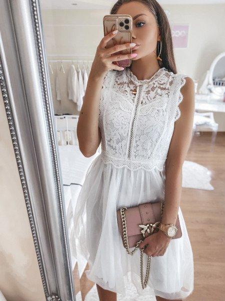 Tiulowa sukienka z koronką...