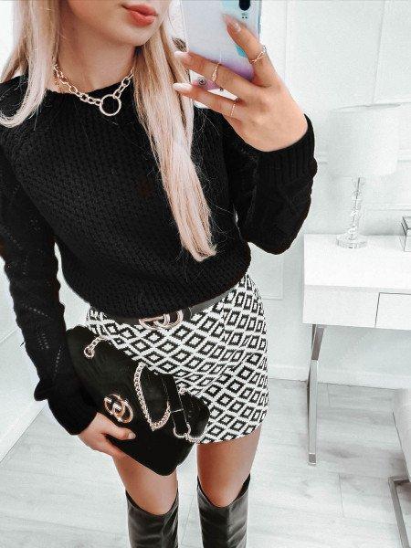 Pleciony sweter z ażurowym rękawem VALENTINA - czarny