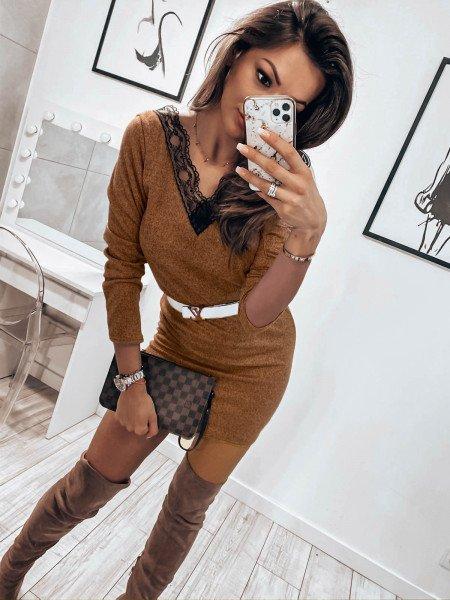 Kobieca sweterkowa sukienka TAMIDA - karmelowa