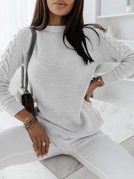 Sweter z plecionym rękawem...