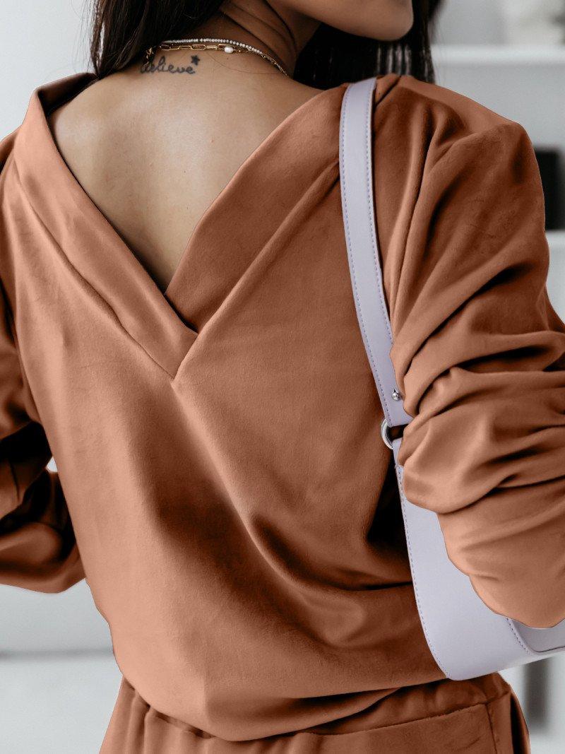 Dresowa bluza z dekoltem na plecach Nanga - karmelowa