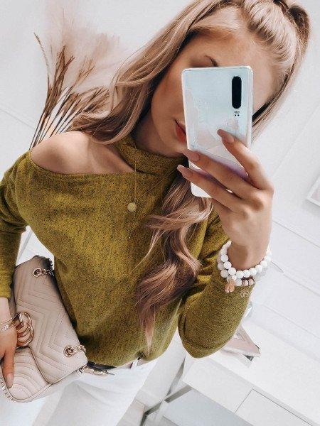 Bluzka sweterek z wycięciem na ramieniu - LUNA - musztarda